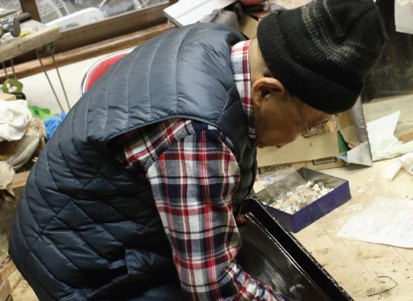 仙台箪笥漆塗職人-広谷勝雄