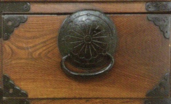 仙台箪笥-金具のサビ修復